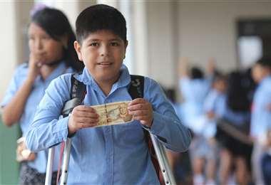 Más de 2,2 millones de escolares recibirán el bono de Bs 200. Foto Rolando Villegas