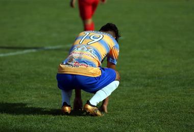 El jugador con la camiseta 19 suplantó la identidad de Matías Montaño. Foto: Correo del Sur