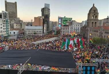 Diferentes sectores se congregan en la plaza San Francisco de La Paz I Foto Miguel Melendres.