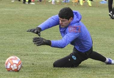 Carlos Lampe volvió a entrenar y espera por su habilitación