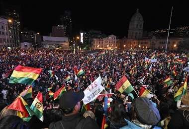 Un mar de banderas, rojo, amarillo y verde, llenaron la plaza San Francisco