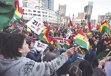 Los dirigentes destacaron la participación de las decenas de miles de personas que abarrotaron la plaza San Francisco, y al menos cuatro cuadras de la Mariscal Santa Cruz