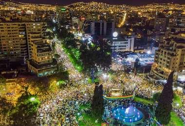 El Cabildo de Cochabamba se realizó en la plaza de las Banderas. Foto: Fly MEDIA