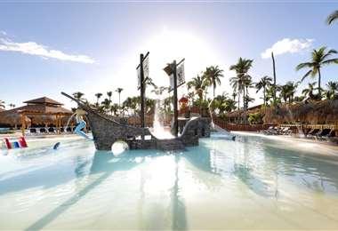 En las espectaculares piscinas o en el Caribe azul, el agua es una elemento central de tu vacación soñada en Grand Palladium Bávaro Suites Resorts & Spa