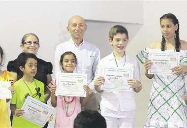 Los jurados entregaron las medallas y diplomas a los ganadores. foto: JORGE GUTIÉRREZ