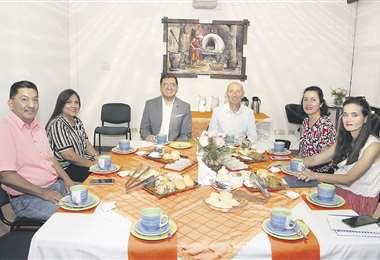 Presentes. Gonzalo López, Marcela Valenzuela, Timoteo Sánchez, Juan Carlos Rivero, Martha Paz y Rosa Castro