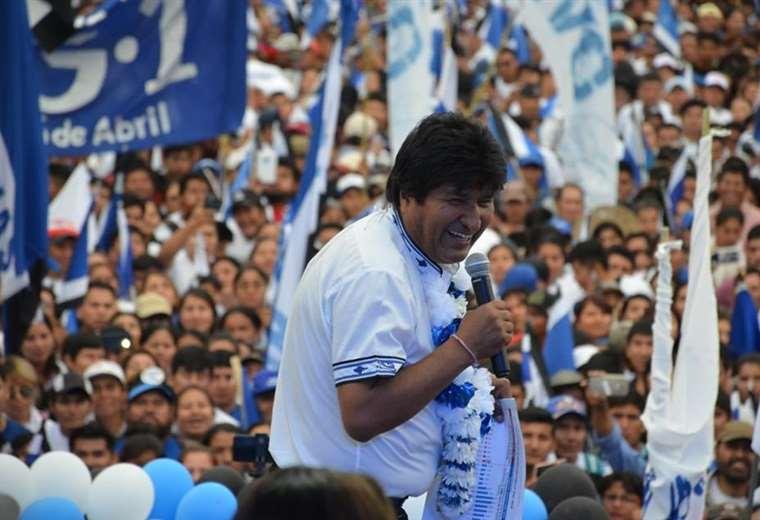 Diputados opositores señalan que Evo usa bienes del Estado para su campaña