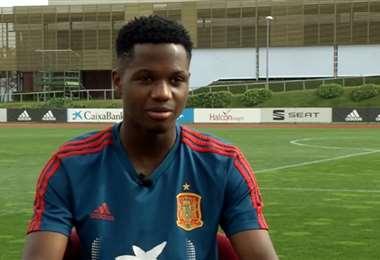 Ansu Fati con la camiseta de la selección española en el primer día de prácticas con la sub-21. Foto. Internet