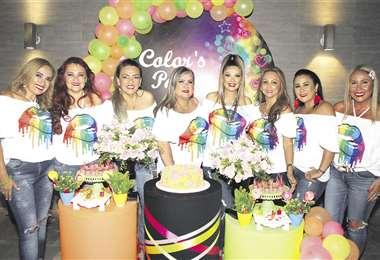 Las agasajadas. Rosmery Paz, Jackeline Severiche, Celia Severiche, Mariela Suárez, Milena Zarzar, Shirley Cuéllar, Janeth Aguilera y Rosario Saucedo