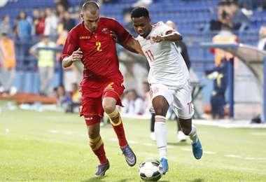 Ansu Fati (dcha.) dominando el balón durante el partido. Foto: Internet