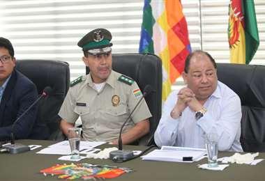 El ministro Romero y la Comandancia de la Policía brindaron un informe sobre lo ocurrido en el Cambódromo. (Foto: Fuad Landívar)