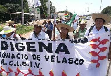 Los indígenas comenzaron su caminara en San Ignacio de Velasco. Este miércoles salieron desde el municipio de Cotoca. (Foto: Hernán Virgo)