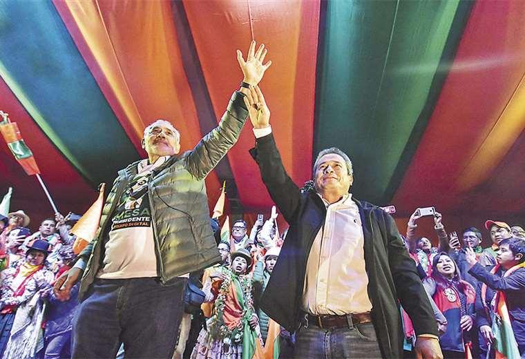 Mesa y Pedraza estuvieron efusivos en sus discursos. Hoy tienen previsto cerrar la campaña en Santa Cruz