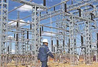 Se extiende el suministro de electricidad hacia poblaciones que cuentan con servicio deficiente
