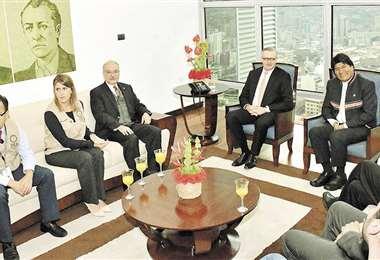 Los veedores de la OEA, liderados por el costarricense Manuel González, se reunieron con el presidente Morales y tres de sus ministros. Foto: ANF