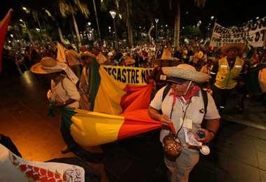 Los manifestantes se quedarán en la capital cruceña para reunirse con autoridades departamentales y nacionales. Foto: Rolando Villegas