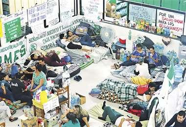 El piquete de huelga de hambre del sector salud en Santa Cruz cumplirá hoy 17 días de ayuno voluntario. Foto: Jorge Uechi