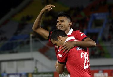 Gílbert Álvarez celebrando su primer gol de la jornada. Foto: APG