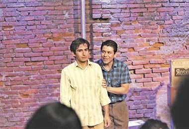 Con la actuación de Rodrigo Heredia y Gonzalo Michel, Manjar blanco es hablada en lenguaje camba puro. El texto es de Jorge Calero y la dirección de Jorge Vargas.