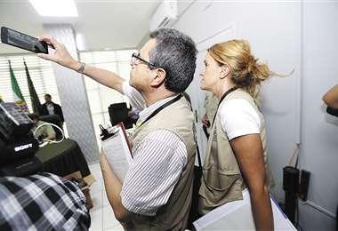 Los observadores de la OEA están desde el martes en Santa Cruz; el miércoles estuvieron en una conferencia de prensa en el Comando policial. Foto: FUAD LANDÍVAR