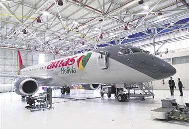 Jet Embraer 190 que llegará para Amaszonas incluye la nueva marca corporativa. FOTO: FERNANDO ROJAS
