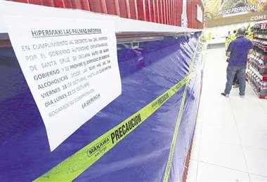 La cadena de supermercados Hipermaxi cerró el área de bebidas alcohólicas en cumplimiento a la ley seca que rige por los comicios generales. Foto: Rolando Villegas