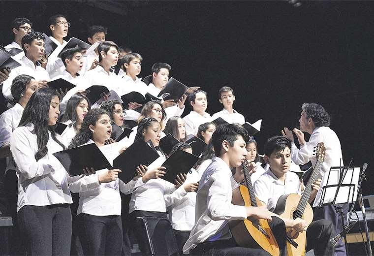 Los jóvenes del coro de Bellas Artes no solo dejaron encantados al público, sino también al jurado. FOTO: GOBIERNO MUNICIPAL