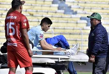 Luis Alí fue retirado en camilla. Foto: APG