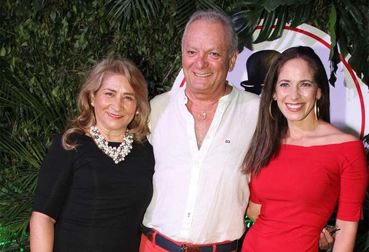De la casa. Ninón de la Rosa, Hugo Daza y Cecilia Mengual