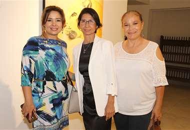 Trío. Albania Caballero, María Esther Díaz y Jackie Rioja. Foto: ÁNGEL FARELL.