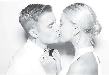 El beso. La sesión de fotos fue en blanco y negro