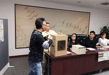 Elecciones en Japón comenzaron este sábado por la noche (HB)