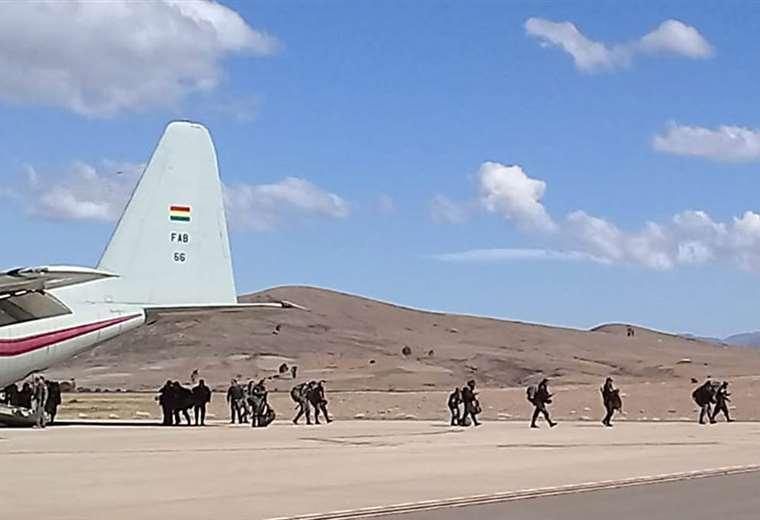 Los uniformados llegaron en avión desde Sucre