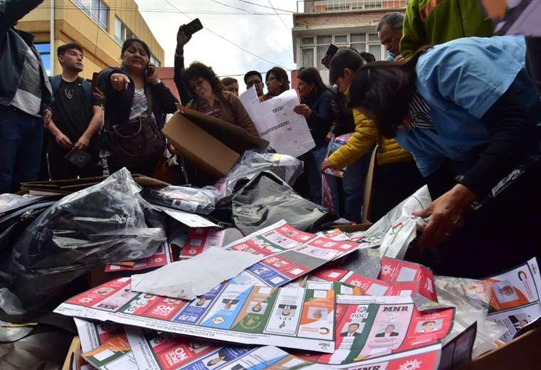 El material quedó desparramado en vía pública I Foto: APG Noticias.