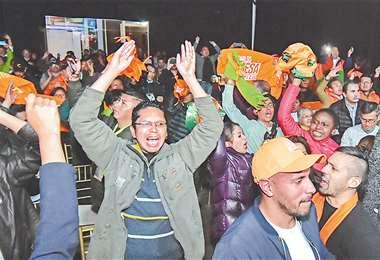 El encuentro entre Carlos Mesa y sus seguidores se produjo en un conocido salón de eventos ubicado en la zona Sur de la ciudad de La Paz. Foto: APG NOTICIAS