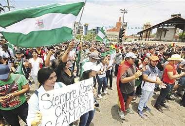 Ayer por la tarde, el monumento a Cristo Redentor se llenó de gente que salió a protestar. Foto: FOTOS: ROLANDO VILLEGAS / HERNÁN VIRGO