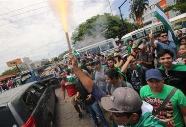 Ciudadanos mostraron su complacencia luego de determinarse el paro indefinido. (Foto: Rolando Villegas)