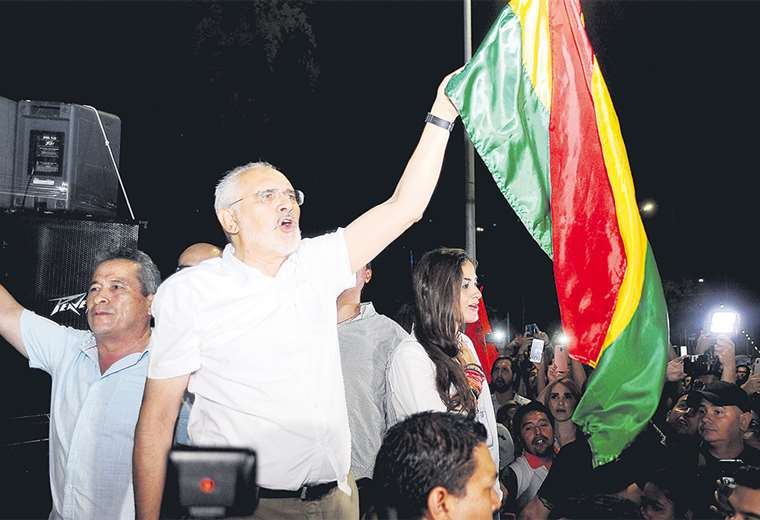 Carlos Mesa eligió Santa Cruz para desconocer los resultados electorales y llamar a la resistencia. Foto: JORGE GUTIERREZ
