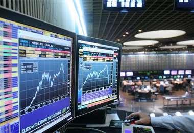 Hay nerviosismo en los mercados de Buenos Aires. Bajó la bolsa, subió el dólar y aumenta el riesgo país