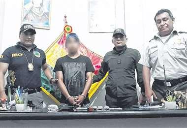 El detenido cuando fue presentado en el puesto policial de Yapacaní. Foto: Soledad Prado
