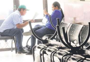 Las salas de espera de los hospitales están desiertas; el que tiene algunos pesos busca otras opciones