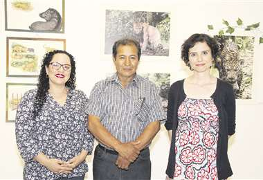 Anfitriones. Analía Villarroel con los artistas José Alanes y Silvia Cuello