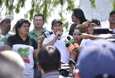 Camacho se dirigió al pueblo durante una visita a la Villa Primero de Mayo. Foto Mauricio Melgar