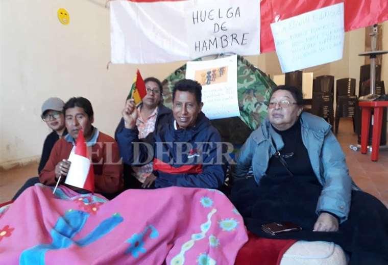 Rodríguez (con la tricolor en la mano) espera que otros líderes se sumen a la huelga. Foto: Juan Carlos Salinas