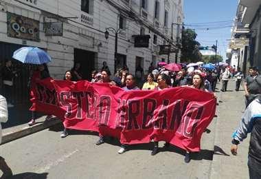 Sectores como el magisterio urbano se movilizan en Sucre. Foto: William Zolá