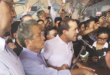El líder cívico Luis Fernando Camacho el momento en que anuncio el paro cívico. Foto: JORGE UECHI