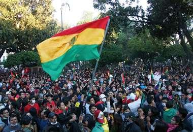 La población boliviana salió a las calles a exigir respeto a su voto. Foto AFP
