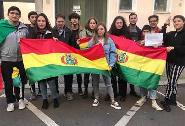 Bolivianos se manifiestan en Alemania
