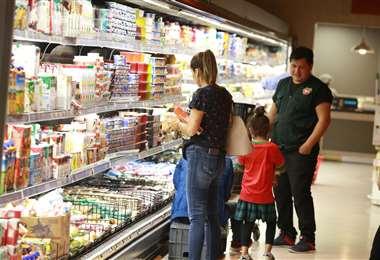Salas de los supermercados Tía, Fidalgas, IC Norte e Hipermaxi abrirán hasta mediodía. Foto: Fuad Landívar