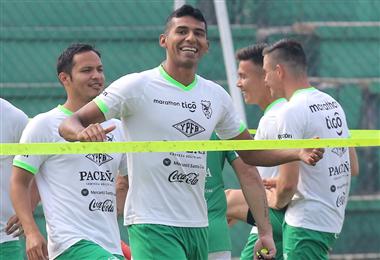 Gilbert Álvarez sonríe durante una práctica con Farías. El delantero marcó dos goles en los últimos partidos de la Verde. Foto. Archivo DIEZ